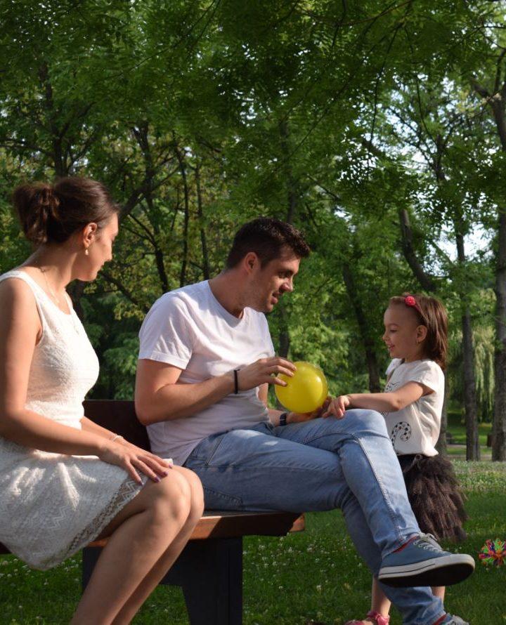 De ce copilul se comportă mai bine doar cu unul dintre părinți?