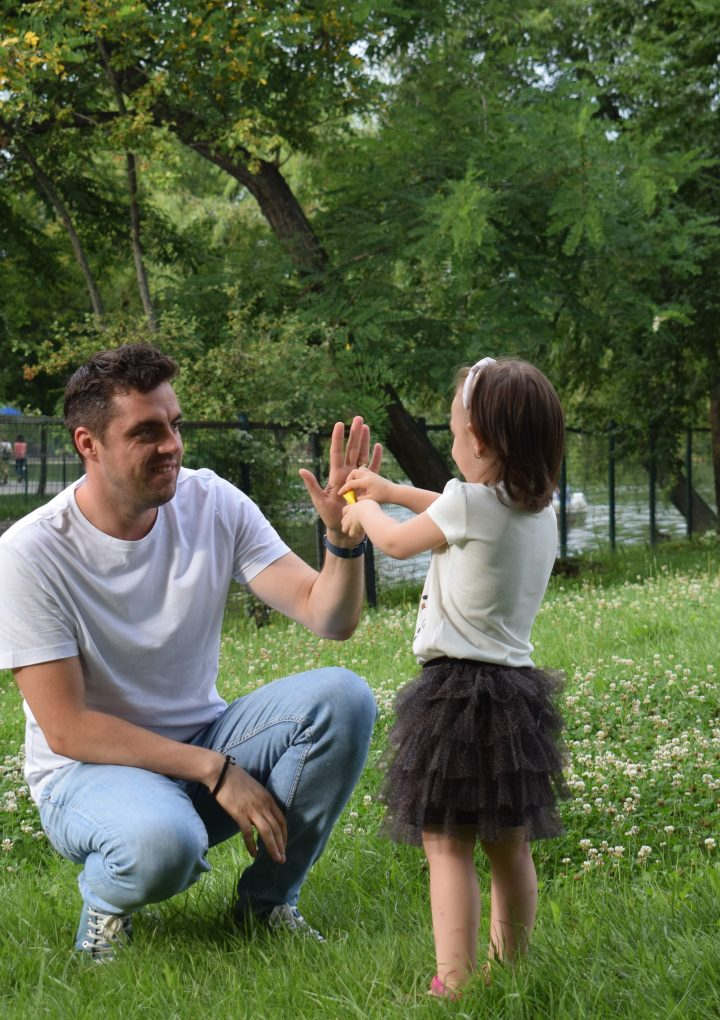 Relația tată – fiică, o legătură vitală pentru o dezvoltare sănătoasă