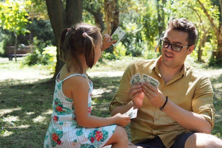 Tatăl activ dă strigarea pentru înscrierea la un curs de parenting GRATUIT!