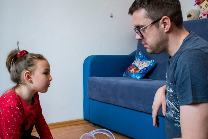 Fermitatea și îngăduința în educația copiilor: Recomandări pentru părinți